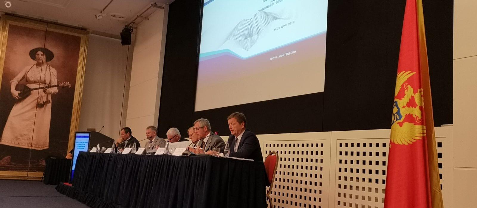 """Illustration: """"Terrorismus und illegale Migration"""" – Konferenz in Montenegro"""