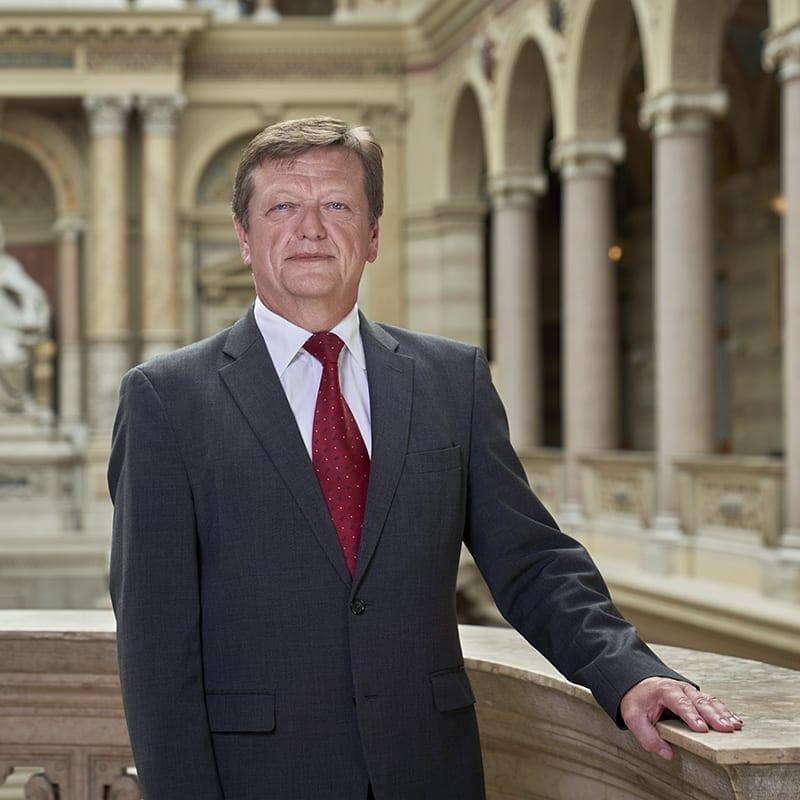 Leiter der Generalprokuratur: Generalprokurator Dr. Franz PLÖCHL Portrait Generalprokurator Dr. Franz PLÖCHL